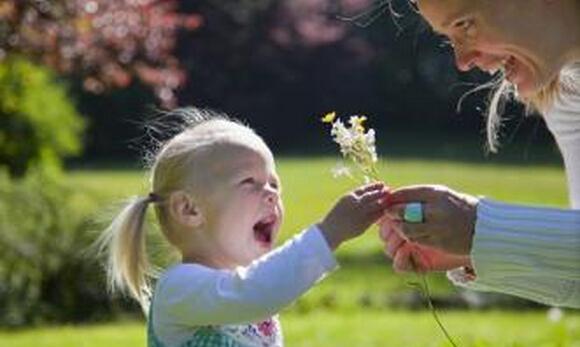 家长吐槽:让孩子学着关心他人,有什么秘诀?