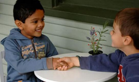 """家长吐槽:教孩子有礼貌就要""""打不还手,骂不还口""""吗?"""