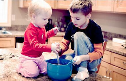 儿童培养:什么时候家长应该学会对孩子放手