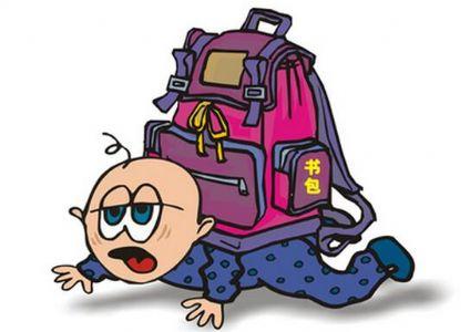 你知道孩子压力多大吗?看看小学生书包重量就知道了