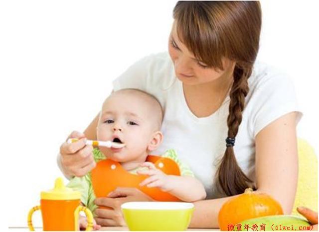 错过了宝宝独立吃饭的黄金期,你就等着一口一口的喂吧!