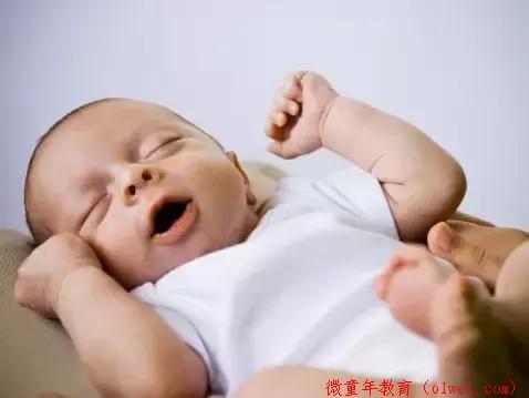 要想0~2岁的宝宝越玩越聪明,你应该这样陪玩!