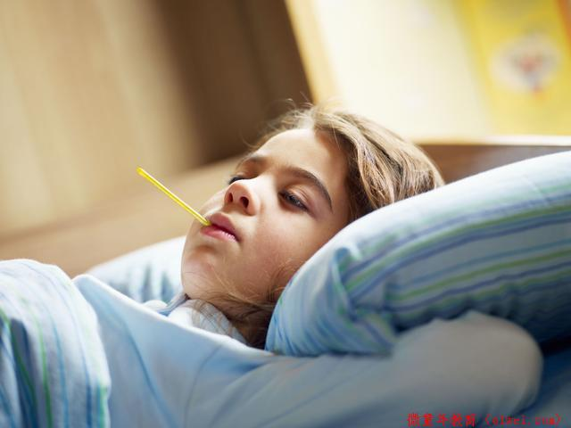 孩子发烧该用冷毛巾还是热毛巾?有多少妈妈都弄错了!