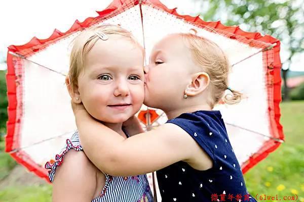 孩子胆小害羞,不爱和其他小朋友玩,听听育儿专家怎么说