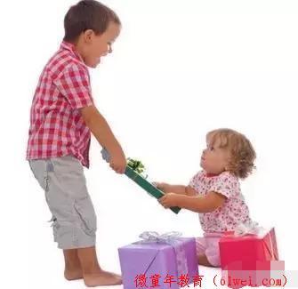 孩子喜欢抢别人的东西,父母应该如何做呢?