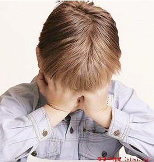 孩子整天闷闷不乐时,家长错的教育方式,使孩子得癔症!