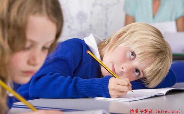 考试考砸了,用这两句话安慰孩子就等于害他,可是很多家长却在说