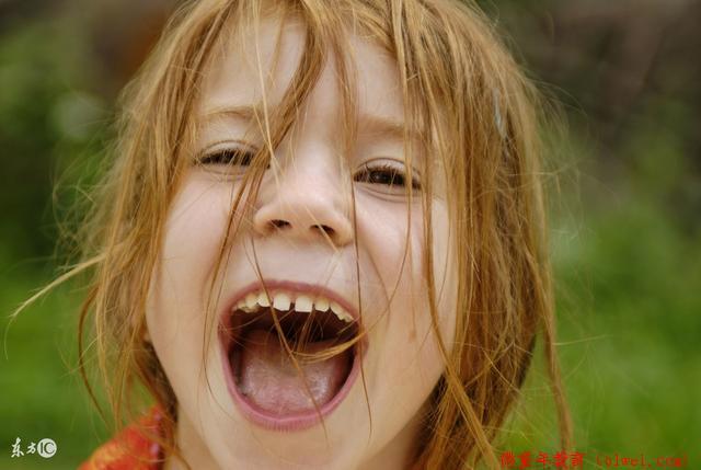 """趣谈幼儿习惯:孩子是""""人来疯""""怎么办?关键取决于父母怎样引导"""